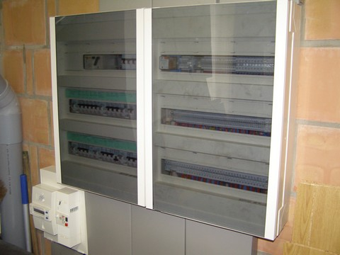 Coffret distribution courant fort et gaine technique: